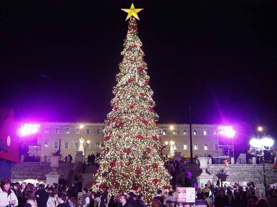 What Countries Celebrate Christmas How People Celebrate The Christma Outdoor Christmas Tree Decorations Christmas Decorations Diy Outdoor Modern Christmas Tree