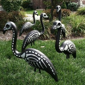 DIY Skeleton Flamingos This is a great idea for a yard art