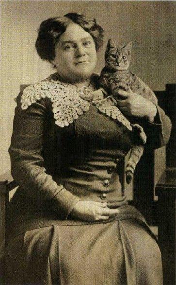 Donna con gatto - Foto d'epoca