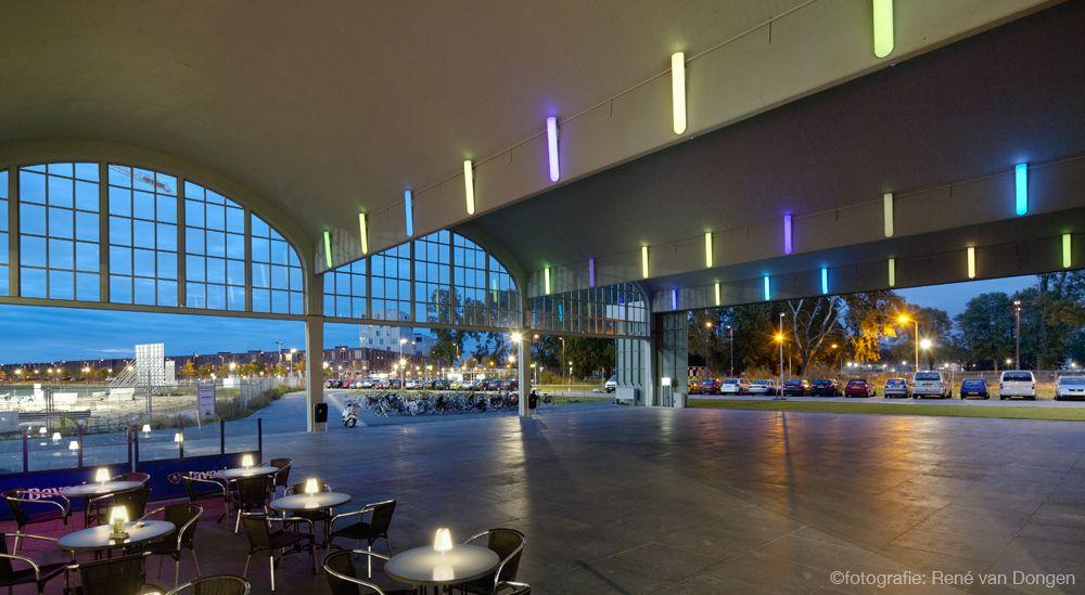De voormalig vliegtuighangar in Meerhoven heeft tegenwoordig o.a. een fitnesscentrum, café, bibliotheek en basisschool.