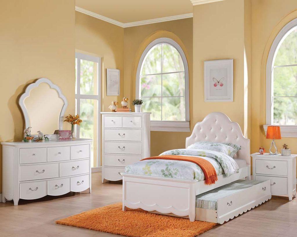 nice 81 Elegant and Minimalist White Bedroom Design Ideas  https://decoralink.com/2017/10/20/81-elegant-minimalist-white-bedroom-design-ideas/
