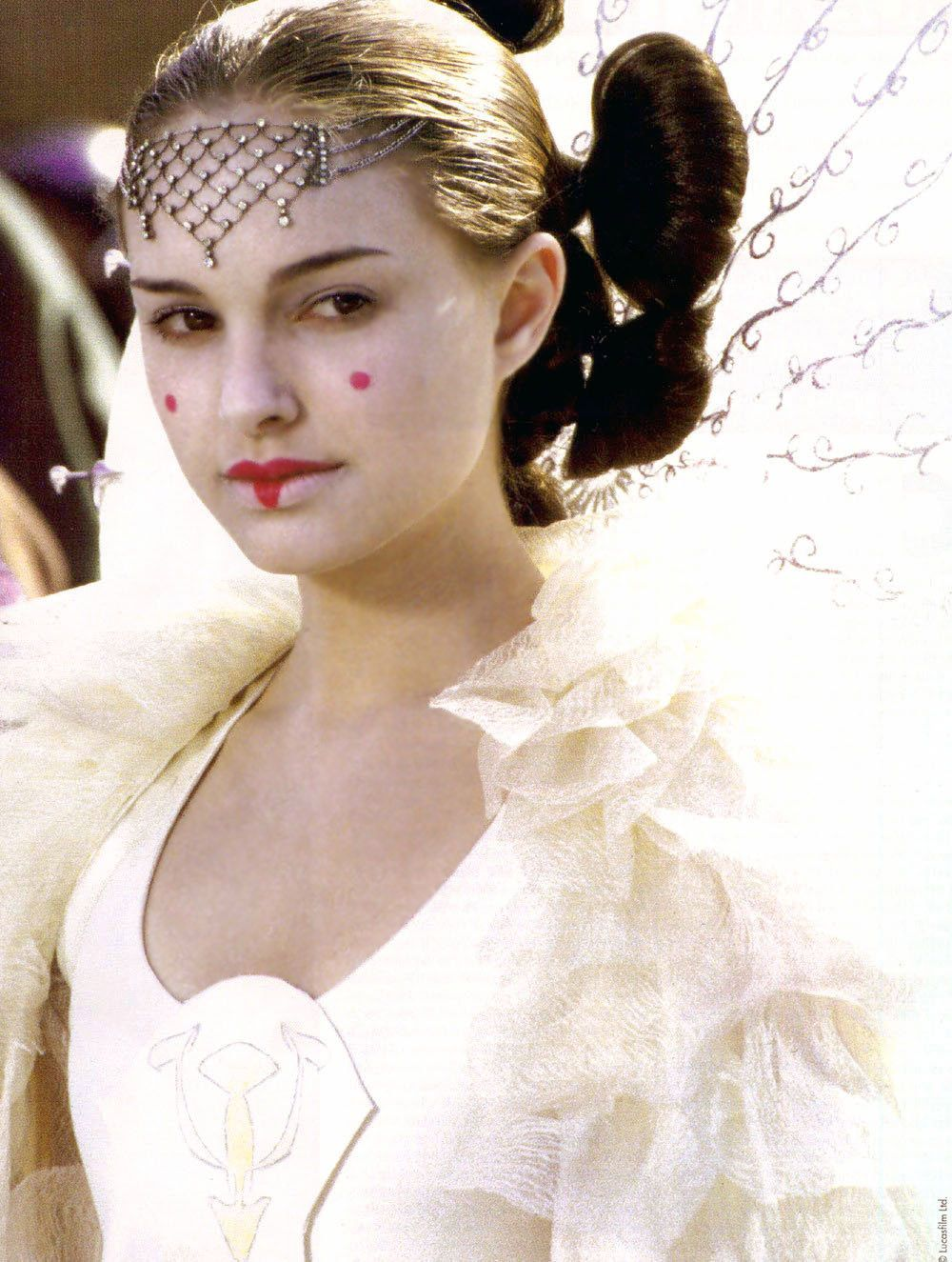 Queen Amidala\'s parade gown is her final outfit in The Phantom ...