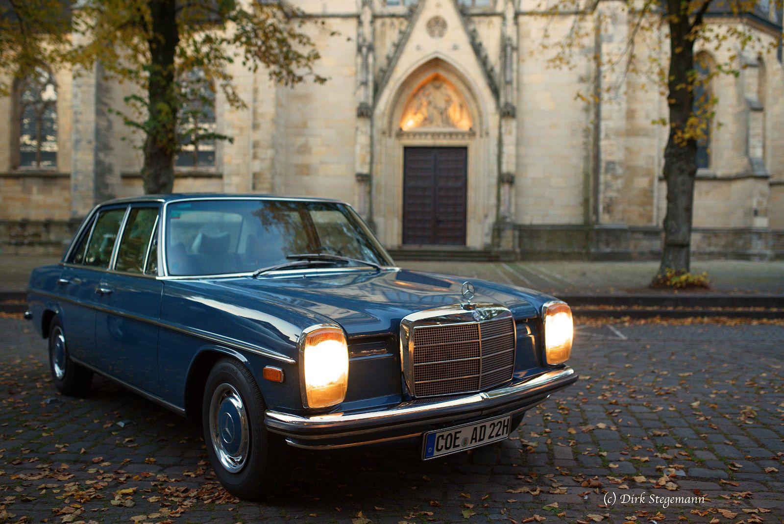 https://flic.kr/p/MPixC3 | Mercedes-Benz in Billerbeck vor dem Dom | Oldtimer W114 im Münsterland. Weitere Bilder sind auf www.oldtimertrecker.de