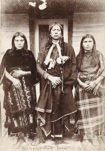 Three Native American women.