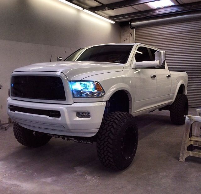 34bde02b09b85 Lifted white ram 2500 cummins diesel black rims and color matched bumpers.  Seriously my style