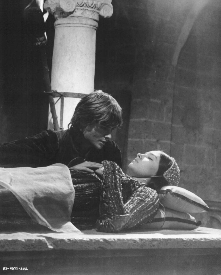 Romeo And Juliet 1968 Photo Black And White Romeo And Juliet Film Romeo And Juliet Olivia Hussey