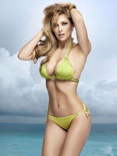 en bikini Arambula