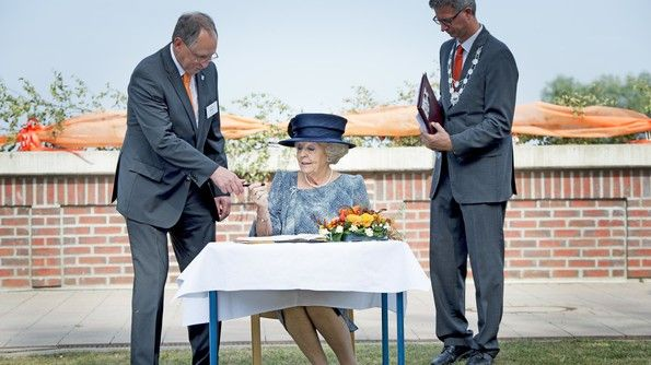Beatrix onthult Prinz-Claus-Promenade 2  5-9-2014