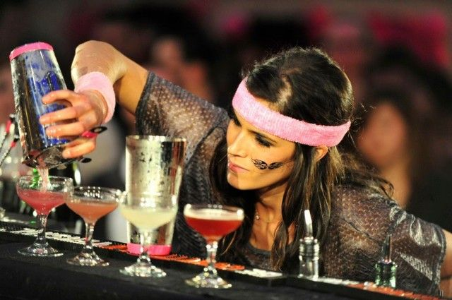 Top 10 female bartenders | Bar, Fotos, Look