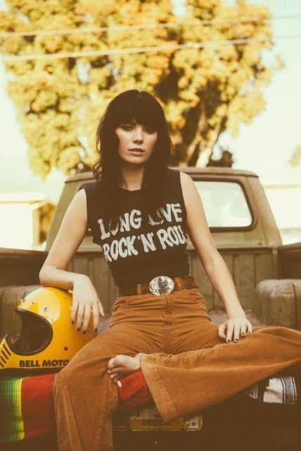 SUPER BABE Dani in unserem Long Live Rock & Roll Muscle Tee, aufgenommen von Chris Phelps... #rockandrolloutfits