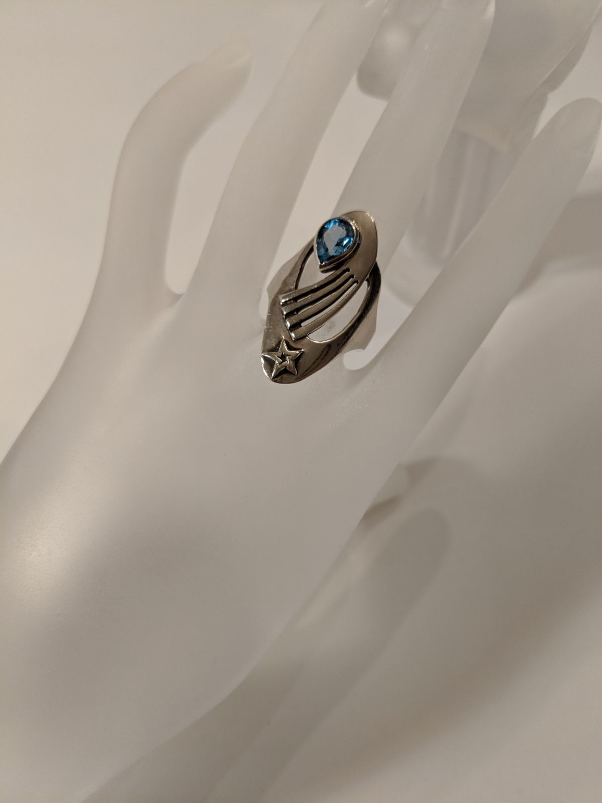 Vintage 925 Star Blue Topaz Ring This Ring Is Made Of Solid 925 Silver With Blue Topaz And A Star Design Really Pretty Rin Blue Topaz Ring Blue Topaz Topaz