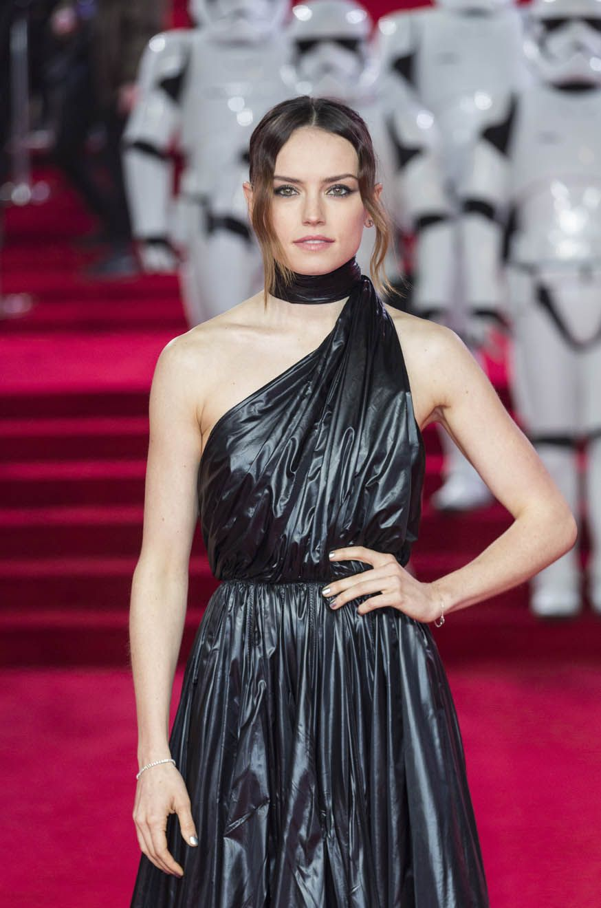 Daisy Ridley At The Star Wars Last Jedi European Premier Celebrity Dresses Fashion Celebrity Outfits