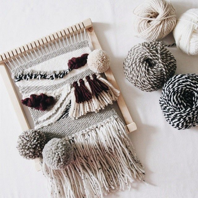 For @merrycrochet 보름이에게 선물할 것을 드디어 완성~ 서프라이즈를하려고 완성샷을 안올리고있었는데  본인이너무궁금해해서 결국 오픈ㅋㅋ 이제 걸어둘 나뭇가지좀...허허헛.  #weaving #miniweaving #weave #tapestry #yarn #yarnlove #handmade #craft #tissage #wallhanging #roving #rovingwool #wallweaving #woventapestry # #위빙 #미니위빙 #타피스트리 #핸드메이드 #greentee4558 #해피그린티 #앵콜스뜨개실 #파이브콤마