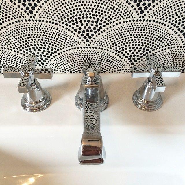 @kohlerco archer pedestal sink with chrome pinstripe faucet @leejofa Cole & Son Featherfan Ecru wallpaper.  #interiors #interiordesign #decor #homedecor #design #designer #ochomes #orangecounty #ocinteriors #kohler #leejoa #coleandson #bathrooms #powderbathroom