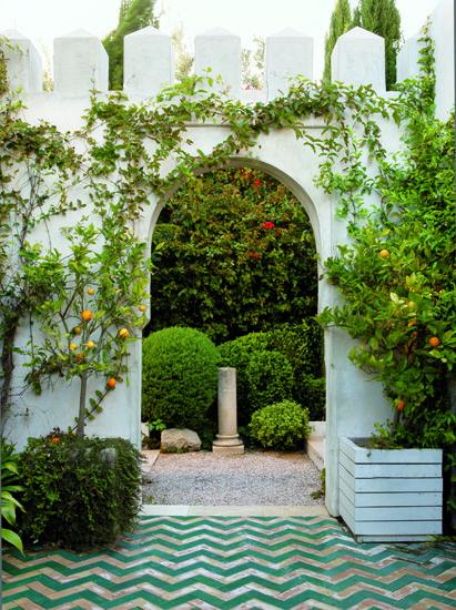 courtyard with moroccan chevron tile.