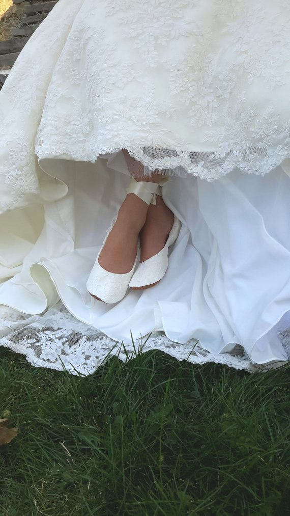 This lovely bridal ballet style shoe is an elegant and comfortable choice for your wedding day. Made of fine satin and covered with elegant