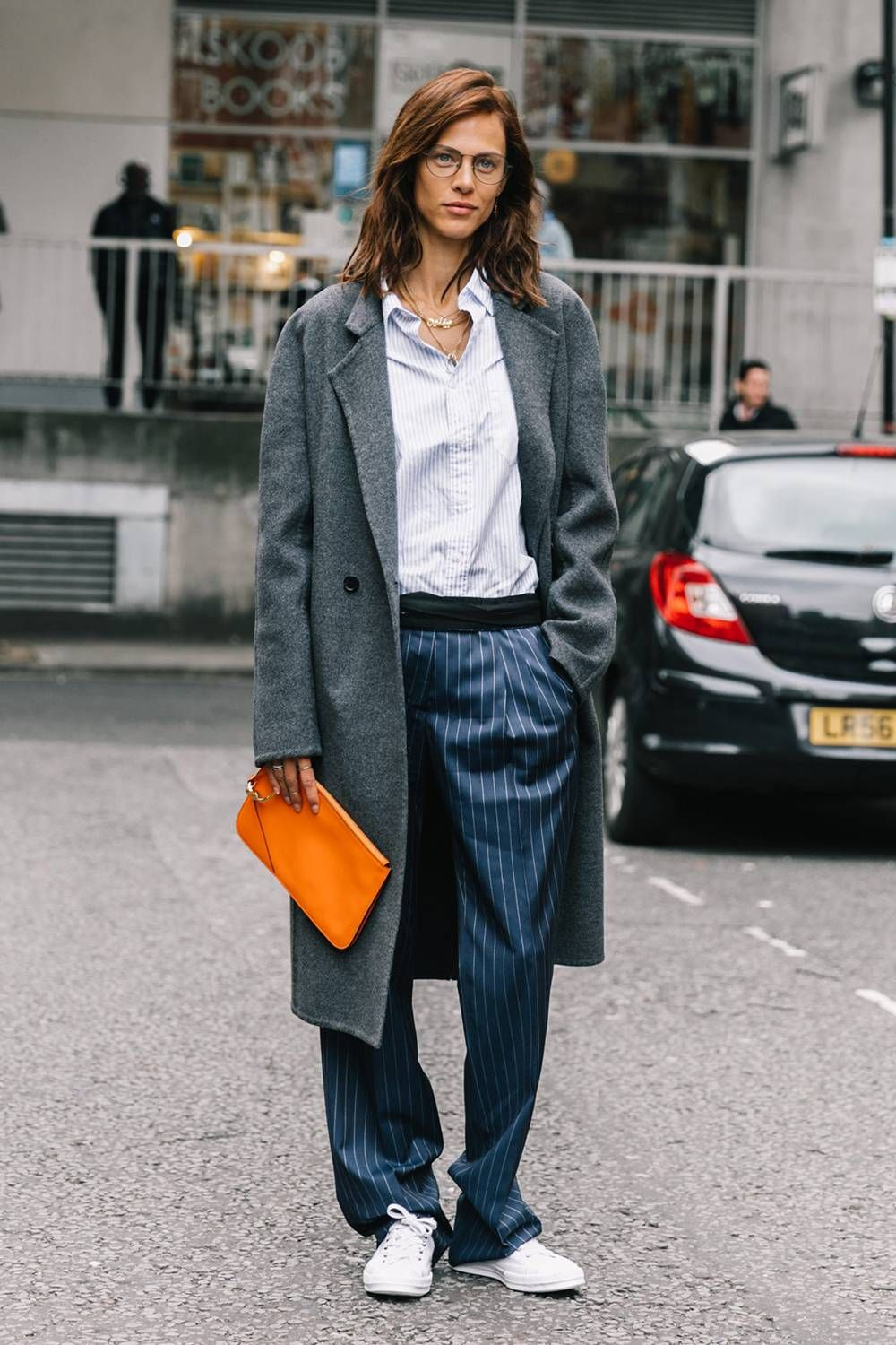 83ad99d99dd4 The Most Stylish Colors to Wear With Navy Blue in 2019 | Streetstyle ...