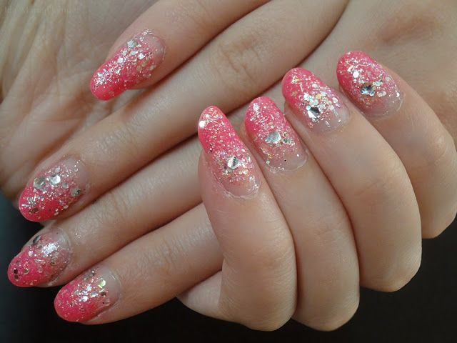Ida-Marian kynnet / Gradient with glitters / #Nails #Nailart