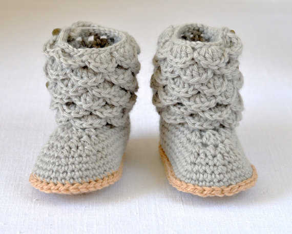 Crochet Pattern Baby Booties with Scallops Baby Boots Pattern Photo ...