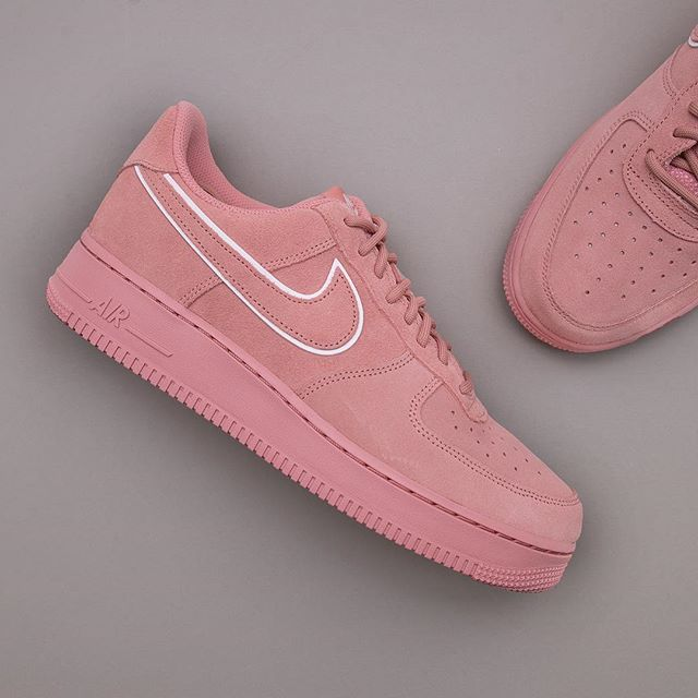 sneakers for cheap 0e188 641fe Nike Air Force 1 07 LV8 Suede - AA1117-601 •• Med dessa kan