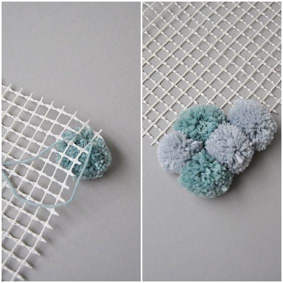 diy flauschteppich aus pompoms einfach selber machen deko pinterest. Black Bedroom Furniture Sets. Home Design Ideas