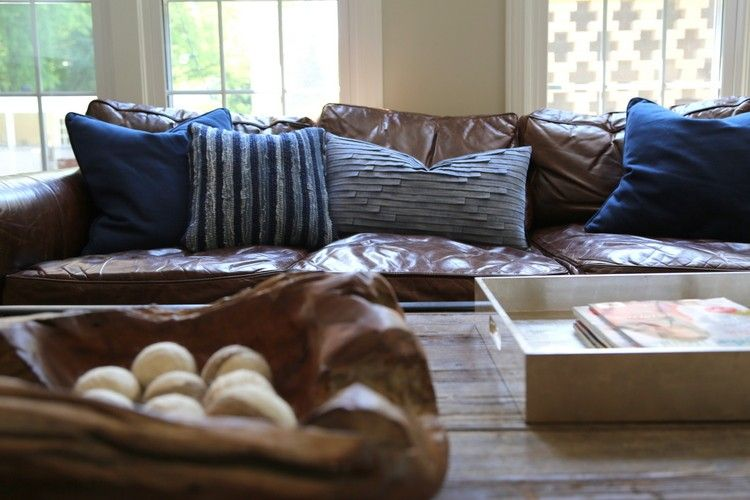 The Right Pillows For A Leather Sofa Leather Couches Living Room