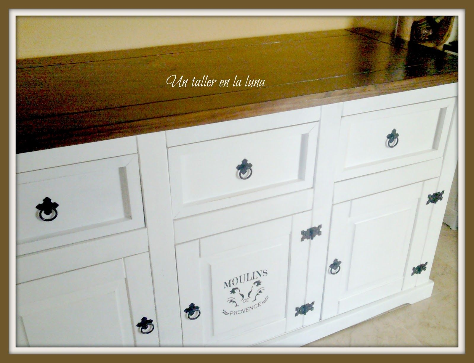 mueble pintado y detalle en stencil