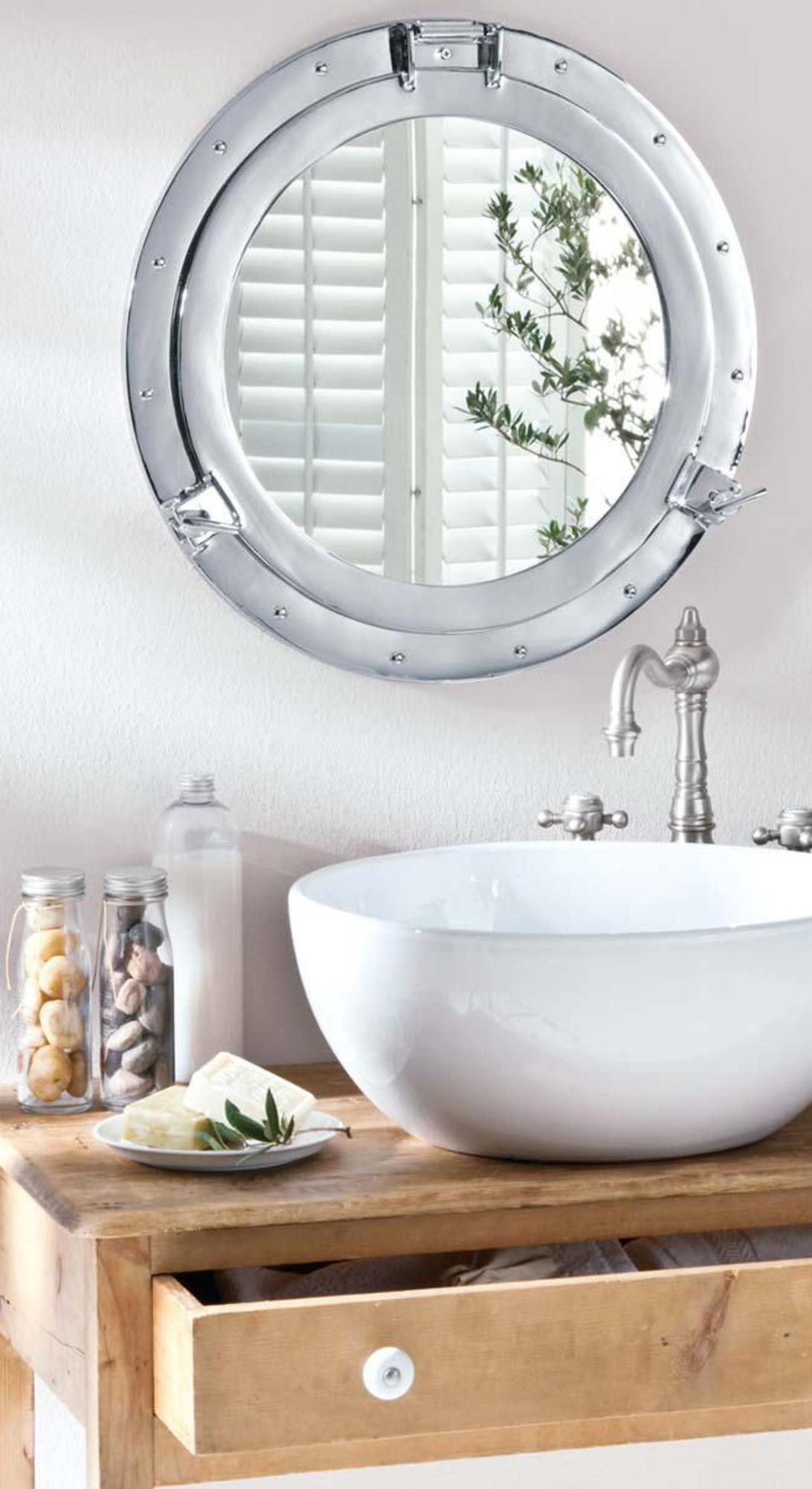 Silberer Wandspiegel aus Aluminium mit Bullauge Design | Trend ...