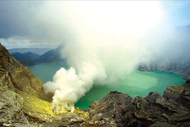 Kawah Ijen Xl Axiata Pindonesia Natural Landmarks East Java