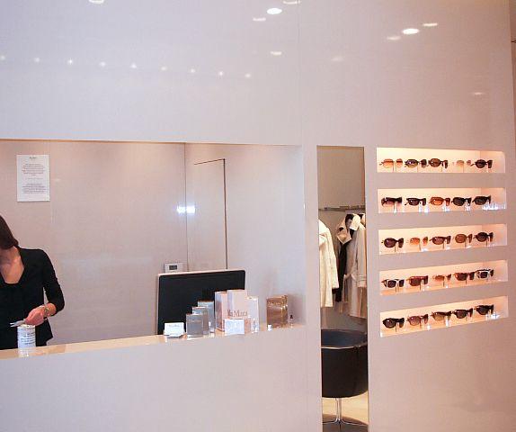 """MAX MARA: Preciosa boutique realizada para @maxmarabridal  ... """"Record Time Luxury Works""""__________________ MAX MARA: We made super beautiful boutique for @maxmarabridal  ... """"Record Time Luxury Works""""  #recordtimeluxuryworks #sureformaentiemporecord #construccionlujo #reformaslujo #decoracionlujo #luxurydecoration #interiorismo #luxurybuilding #luxuryboutiques #marbelllalife #alacarga✌️"""