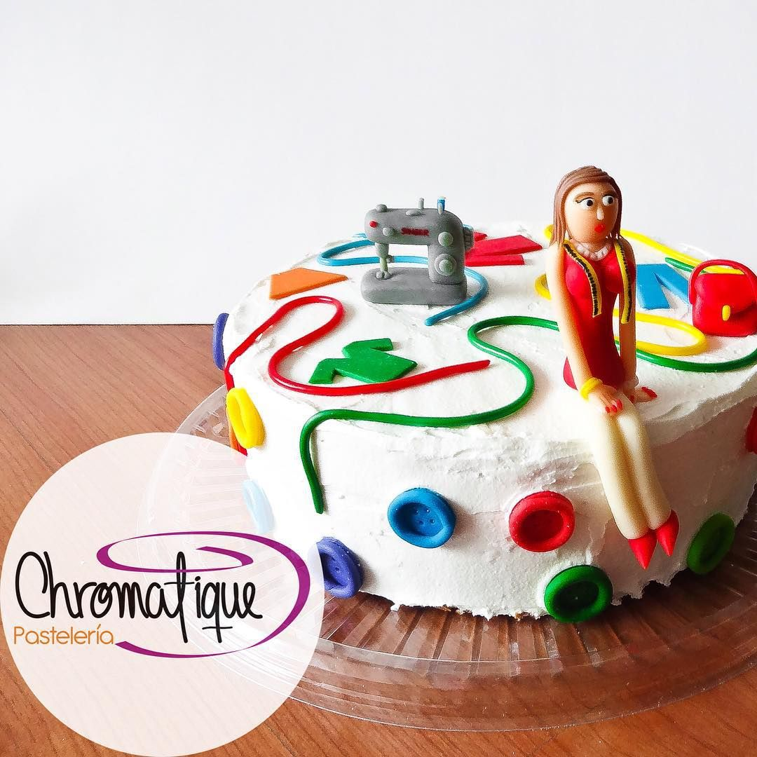 Fashion designer cake (Torta de diseñadora de modas) https://www.facebook.com/ChromatiquePasteleria