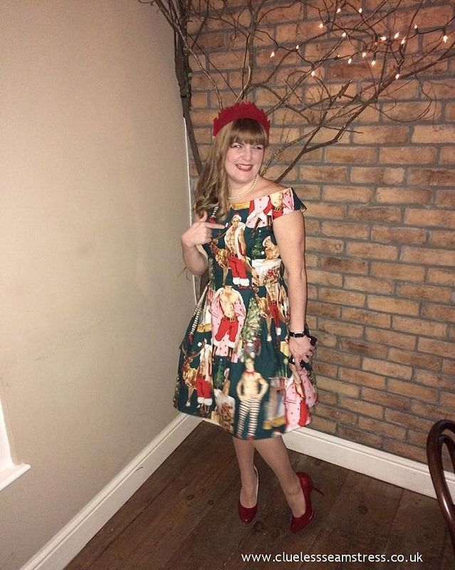Christmas hunks dress - Simplicity 1418 in Alexander Henry Hurry ...