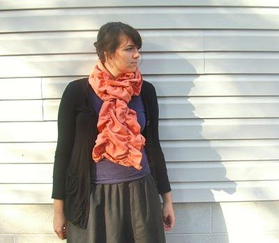 DIY Anthropologie-inspired ruffled scarf - tried this, the shirring instructions need some help.  Mine didn't ruffle AT ALL