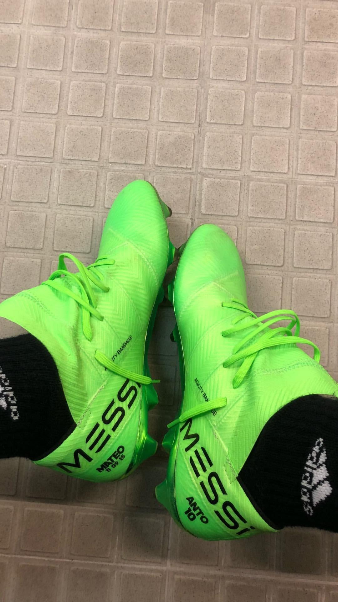 Messi mostró los botines que usa en la Selección Argentina