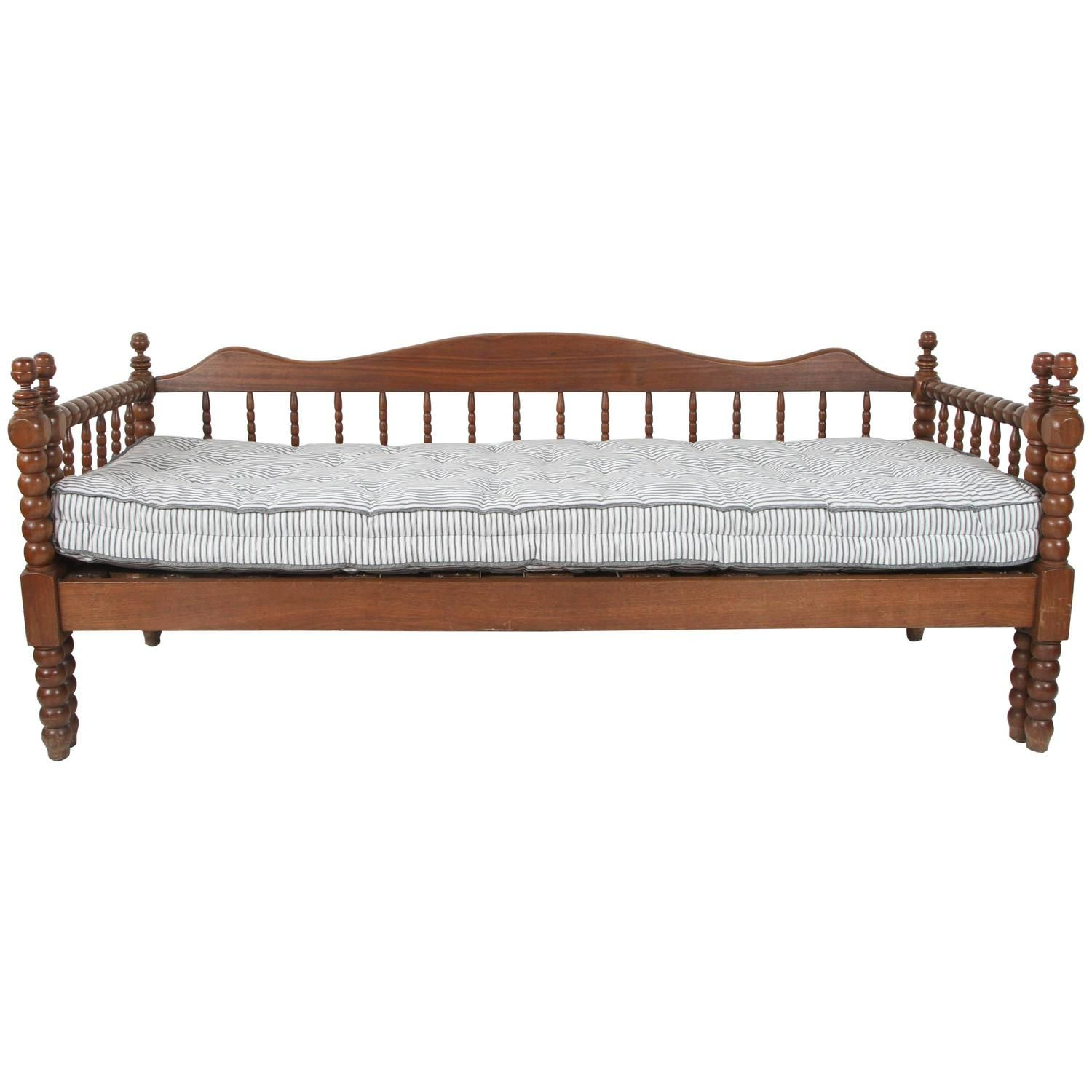 Vintage American Spindle Daybed With Pull Out Trundle Daybed Trundle Daybeds For Sale