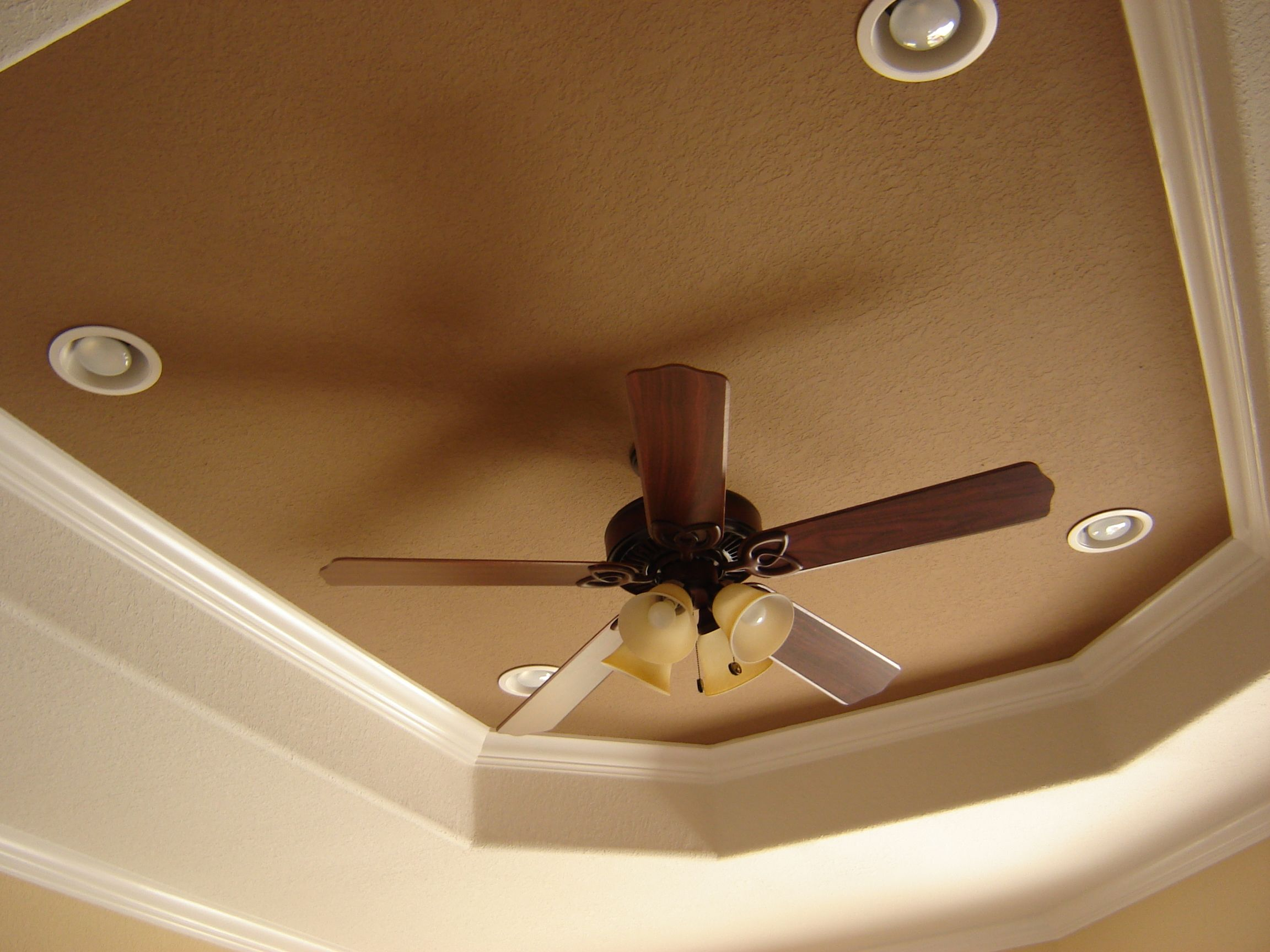 Tray ceiling sponge paint ideas tray ceiling decorating Master bedroom ceiling fans with lights