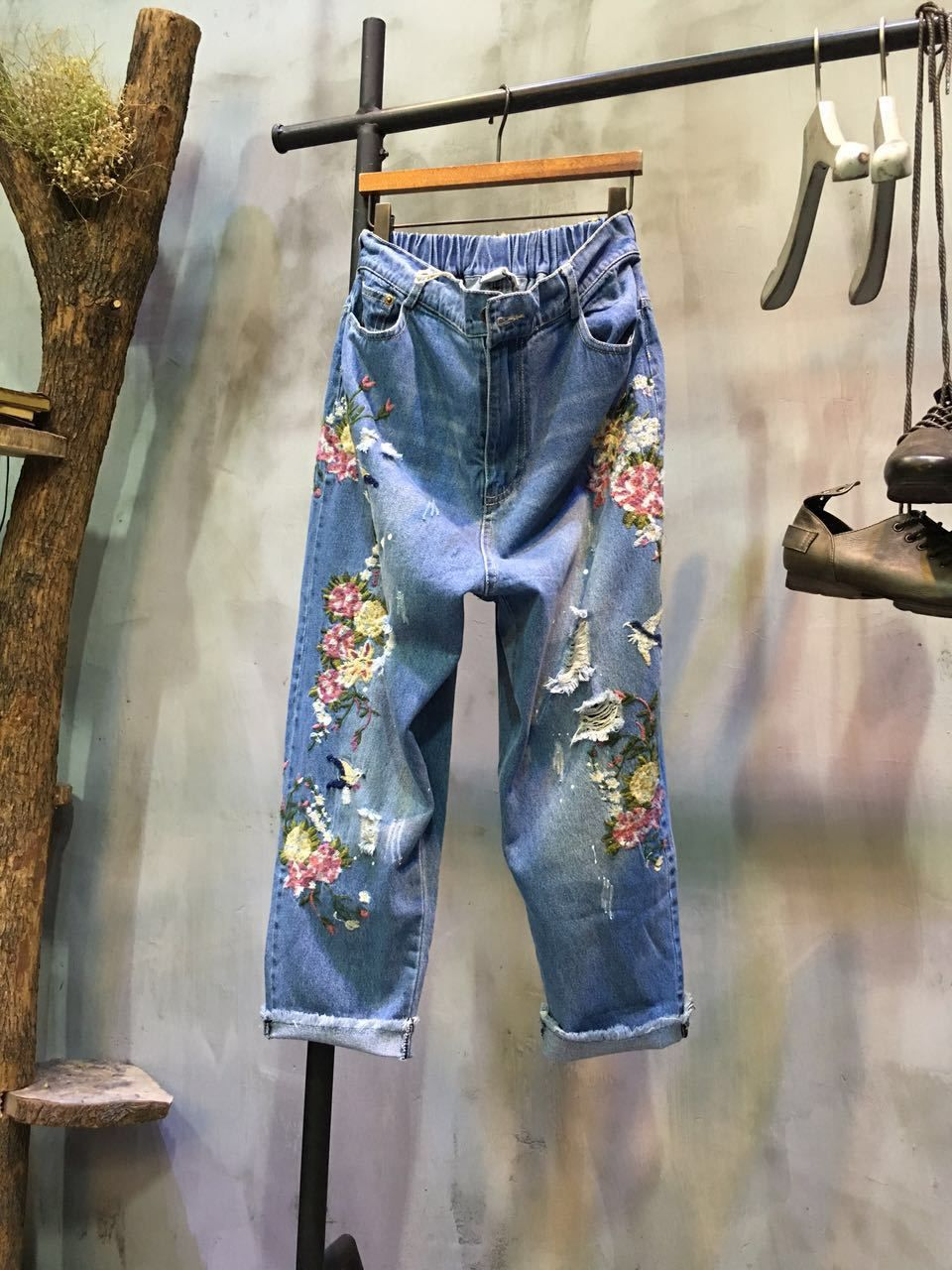 Fashion Flowers Embroidered Jeans Designers Ripped Jeans    #jeans #denim #blue #embroidered #pants #trousers #ripped #designer #custom #bottoms #fashion