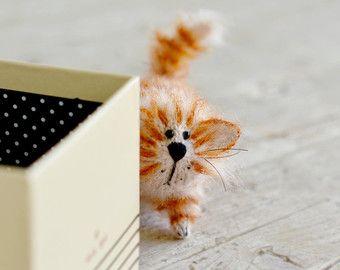 Due segnalibri - SCONTO del 10%  Regalo di Natale di regalo segnalibro per il suo regalo per idee regalo divoratori di libri per i segnalibri di mogli dono farcito regalo animale segnalibro per lui regalo del gatto  Pronto a nave * * * nave in tutto il mondo  Se si acquista un segnalibro - il suo prezzo è $ 21. Se si acquista due segnalibri insieme - il prezzo di uno 19 $. (Sconto per due segnalibri - 10%). Si prega di effettuare la selezione dal menu a discesa. Se si desidera due segnalibri…