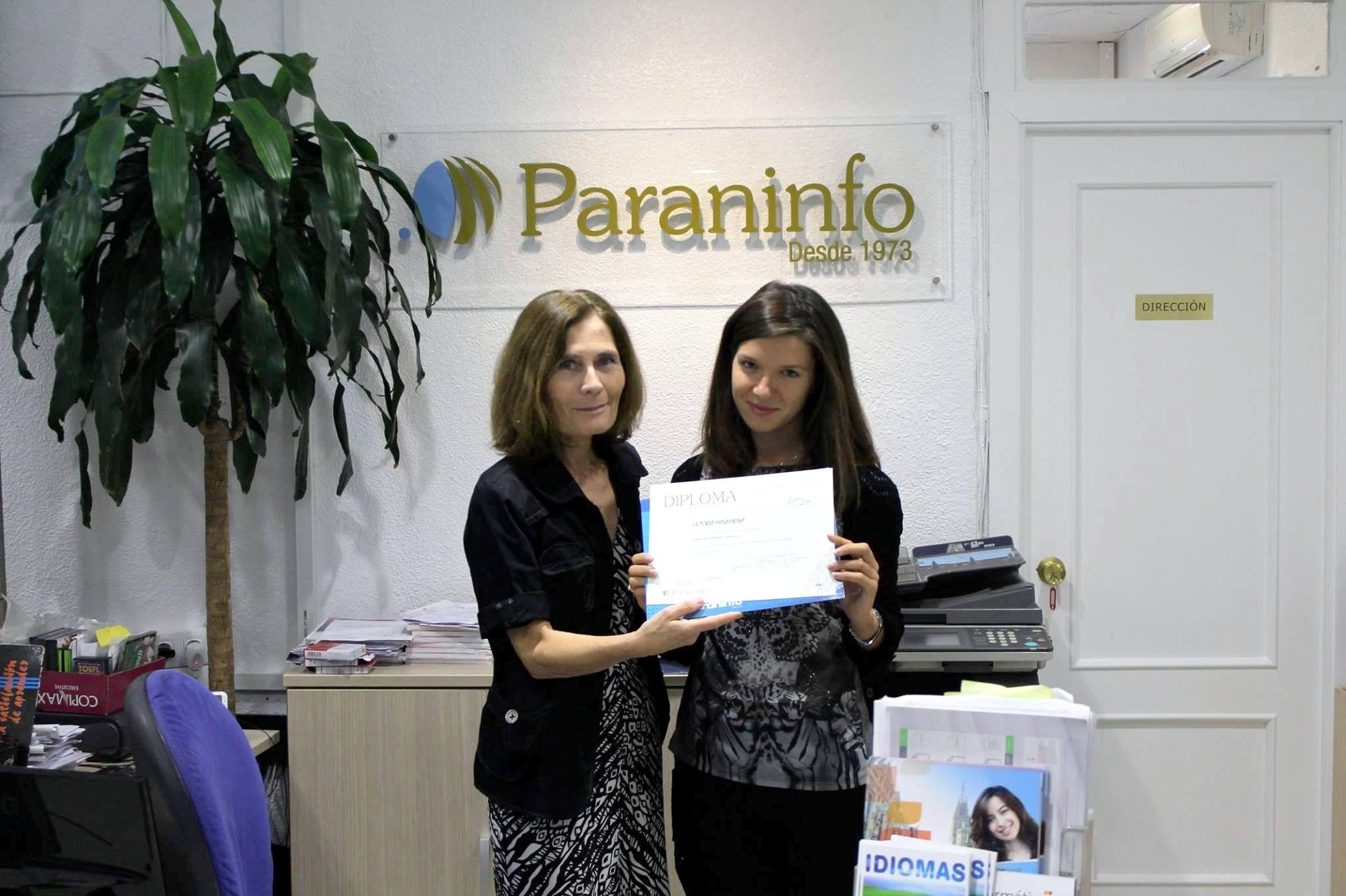 Hoy la alumna rusa Victoria Masalykina termina su curso y la directora de la academia ha procedido a la entrega el Diploma. ¡Esperemos vernos pronto de nuevo!