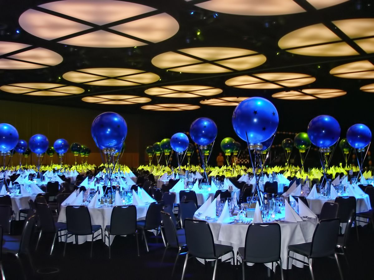 Table decor and centerpieces for your corporate event can for Balloon decoration business
