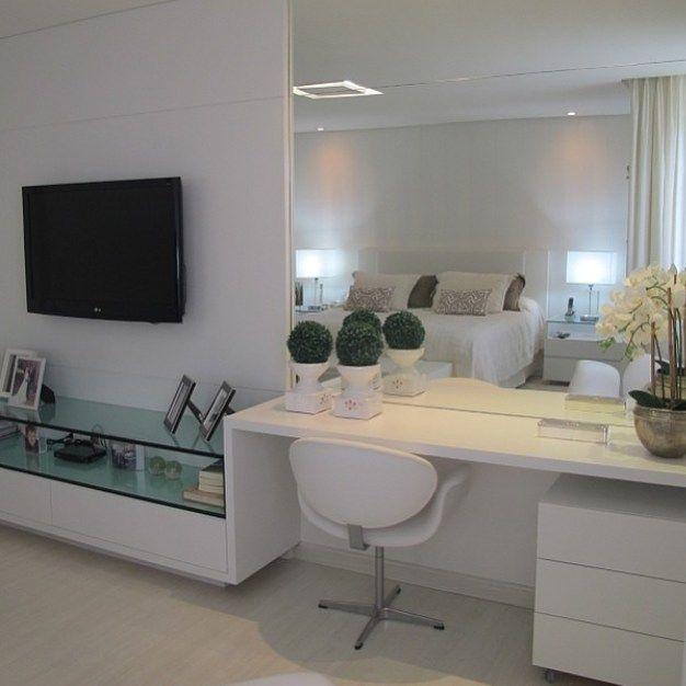 #ShareIG Suíte clean, com painel de tv integrado na  ~ Bancada Tv Quarto