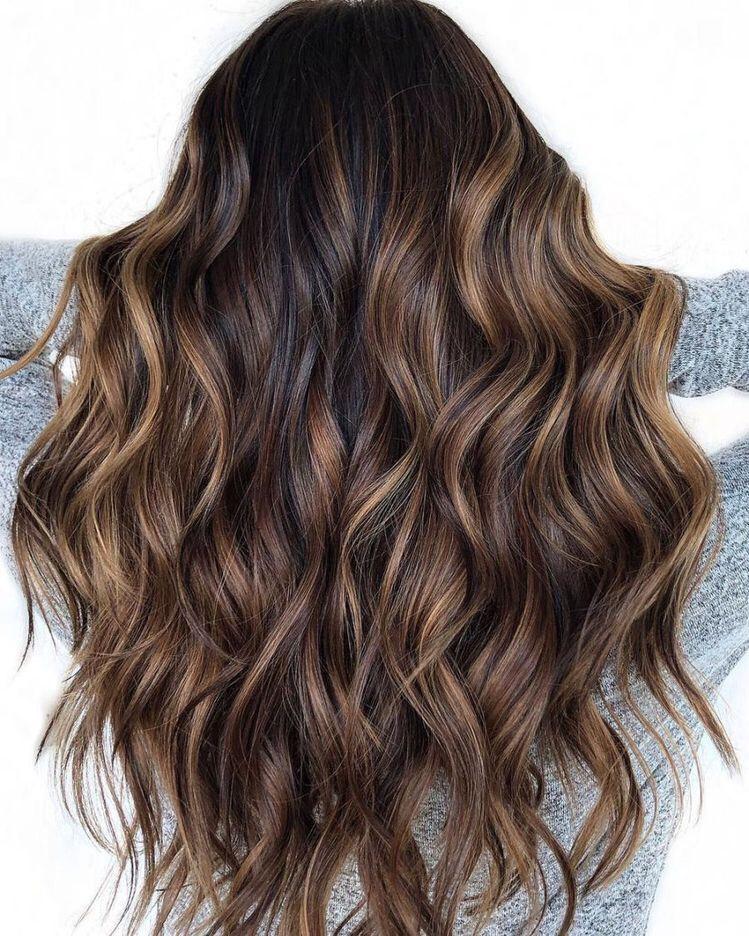 braune haare mit Highlights und braune Haare in schoko. #hair #hairstyles | Balayage schwarzes
