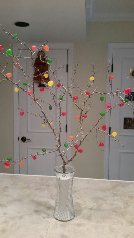 A Christmas Gum Drop Tree Get A Thorny Branch Put It In A Vase Filled With Sand Or Pebbles Stick Dots Gum Christmas Branches Christmas Diy Christmas Crafts