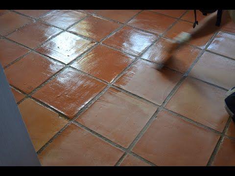 Como Renovar El Tratamiento De Un Suelo De Barro Cocido Método Manual Limpieza De Pisos Ceramicos Piso De Barro Pisos De Loseta