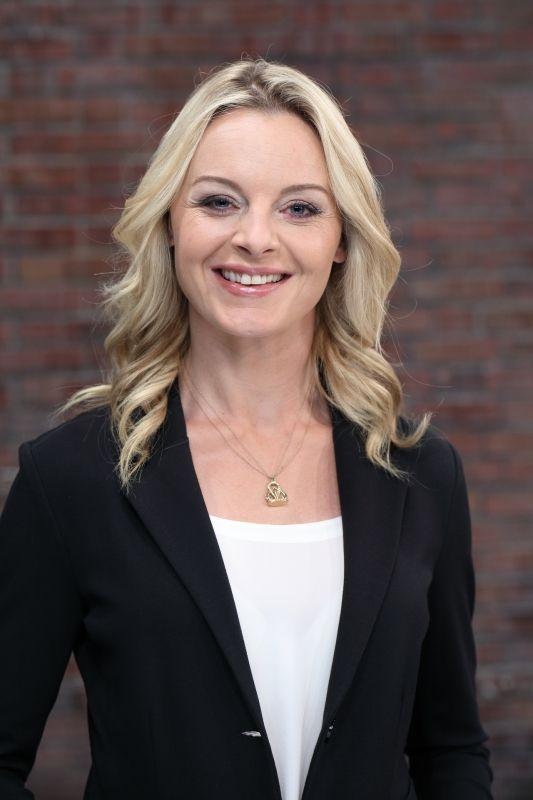 Susanne Steiger | Bares für rares, Schöne prominente, Vans