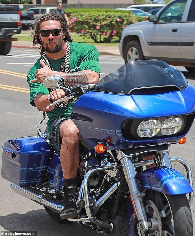 Jason Momoa Rides Harley Davidson With Wife Lisa Bonet Behind Him Jason Momoa Jason Momoa Aquaman Jason