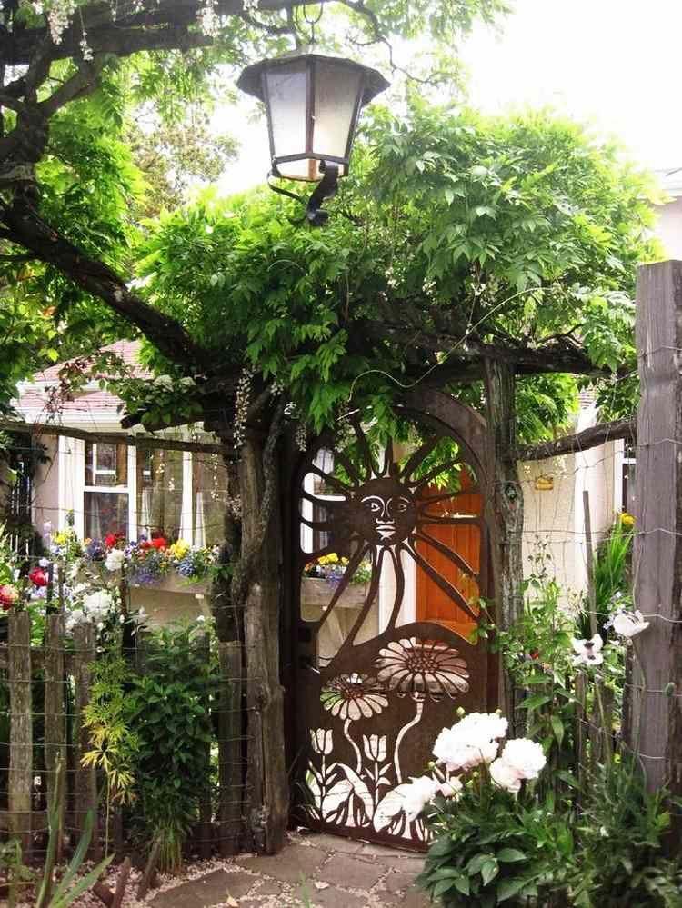 portillon de jardin et portail les premiers qui nous accueillent portillon de jardin plante. Black Bedroom Furniture Sets. Home Design Ideas
