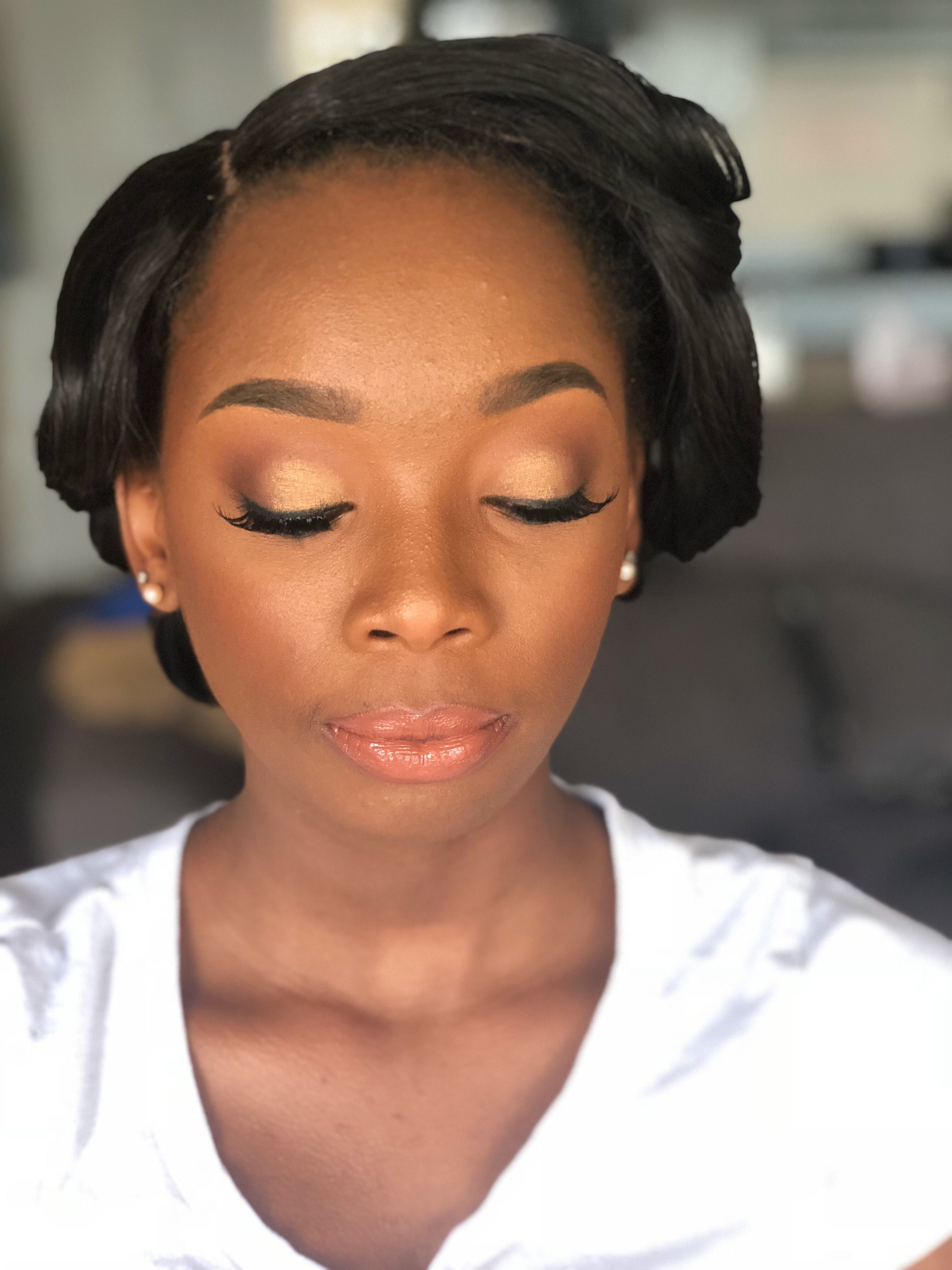 Senior Portraits Makeup Senior portrait makeup, Glam