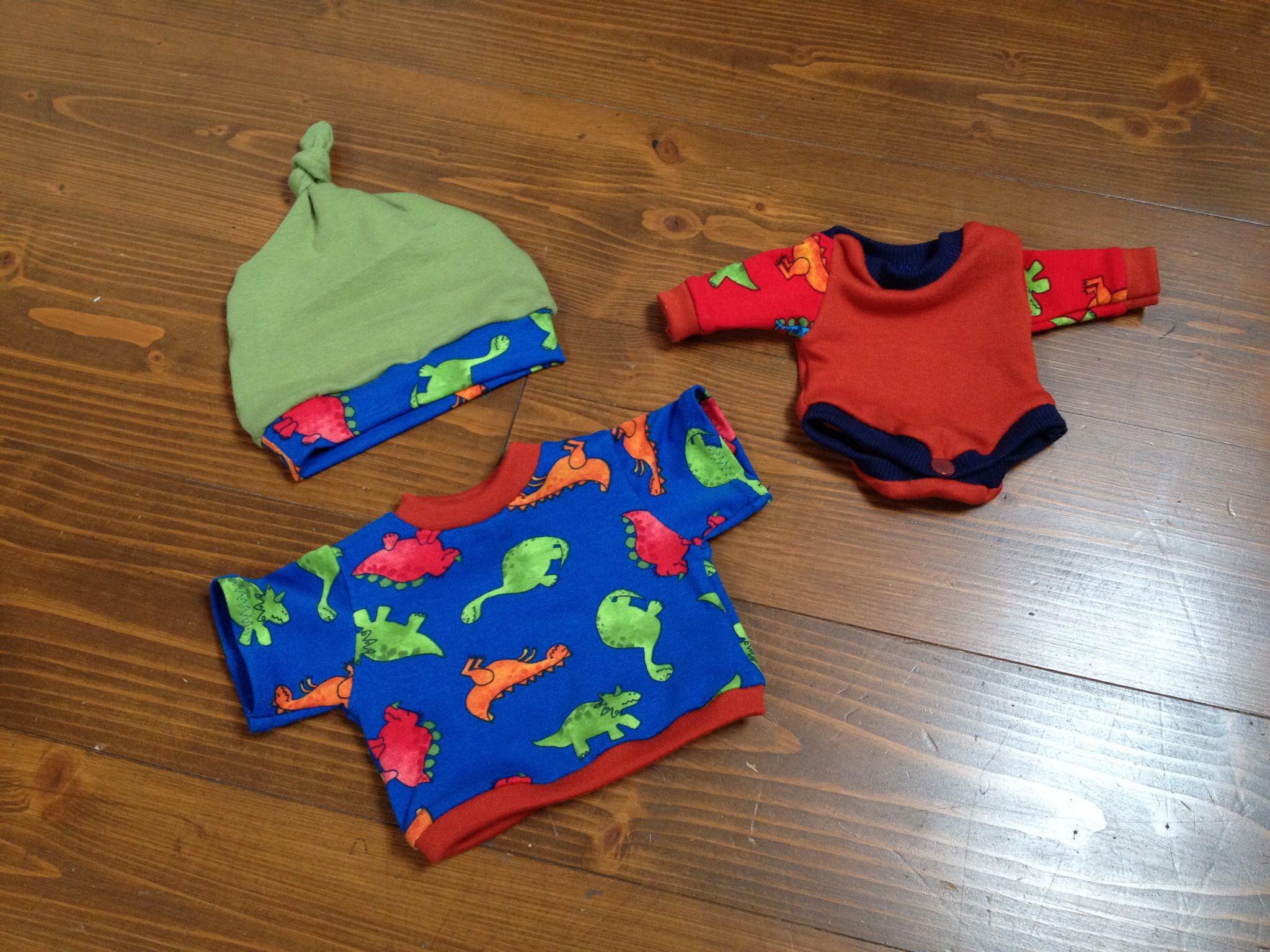 Mütze nach dem Schnitt von mamahoch2.de, Regenbogenbody für Puppen von Schnabelina, T-Shirt nach einem uralten Papierschnitt