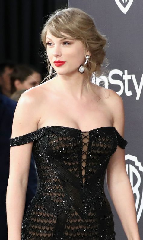 Taylor Swift Spotted Being Kissed by Joe Alwyn While Making Stops at All the Golden Globes After Parties
